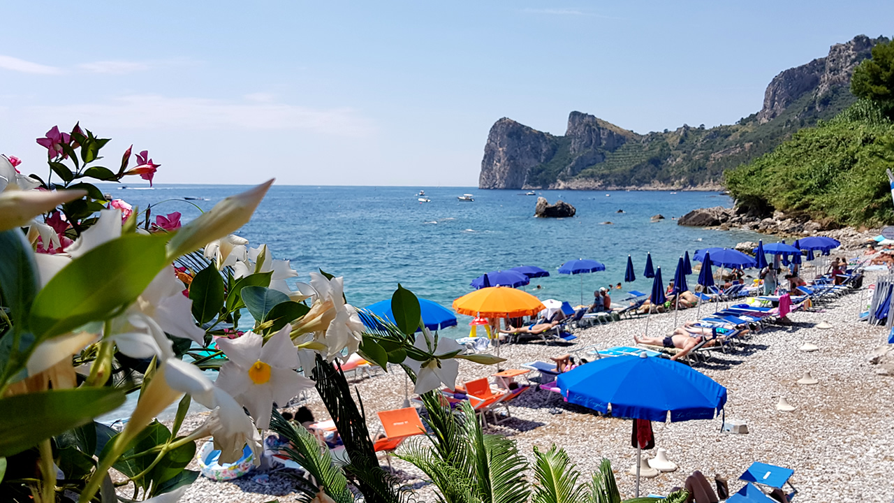 bed-and-breakfast-close-to-marina-del-cantone-01
